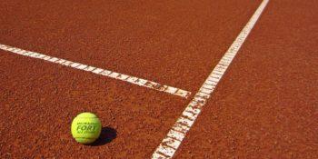 Omezení provozu tenisového klubu
